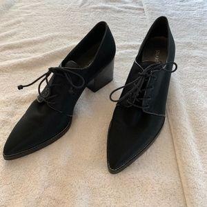 NWOT Stuart Weitzman Oxford Heels